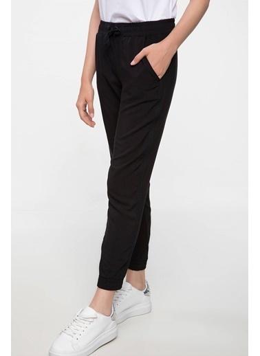 DeFacto Elastik Paça ve Bel Detaylı Pantolon Siyah